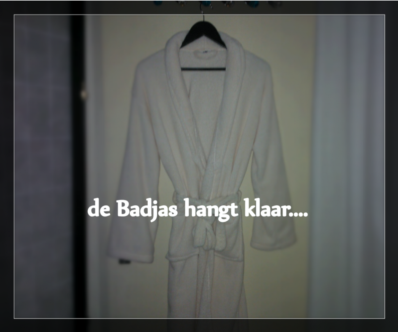 heerlijk zachte badjas in de salon van Shmamassage, massagesalon Rotterdam